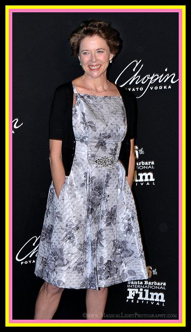 Annette Bening strikes a pose on the red carpet. Lovely.