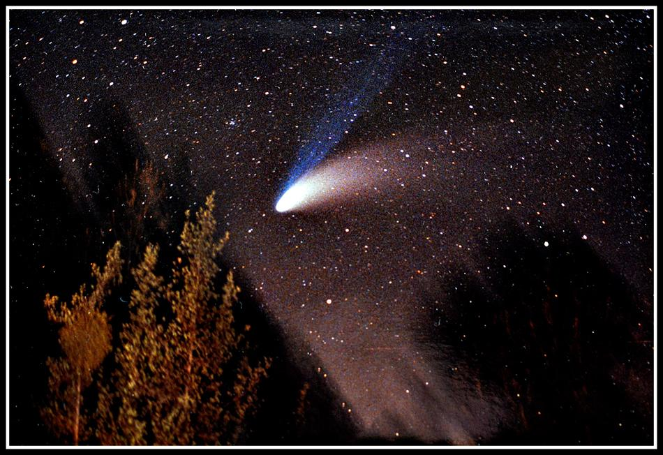 With its stunning twin tails (one of dust, the other of gas) Hale-Bopp is seen here at its best in March 1997.Taken under the dark skies of the Sierra Nevada foothills near Mariposa, California USA.Scientists are now eagerly awaiting the close arrival of Comet ISON, expected in November 2013.